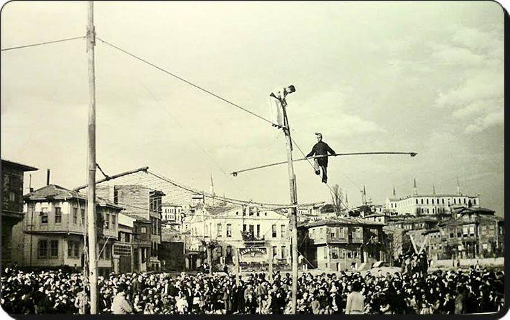 Kadırga Cinci Meydanı Cambaz gösterisi - 1930'lar