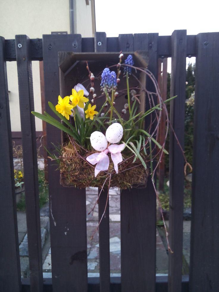 Netradiční velikonoční nebo jarní aranžmá na vrátka