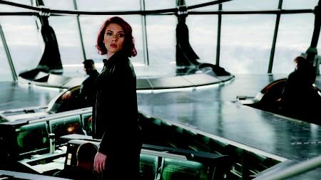 Black Widow hanyalah perempuan biasa tanpa kemampuan super. Tapi kecerdasan dan kelihaiannya sebagai mata-mata membuatnya layak bergabung dengan THE AVENGERS.
