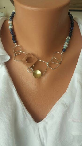 Necklace geometrical with sodalite stones