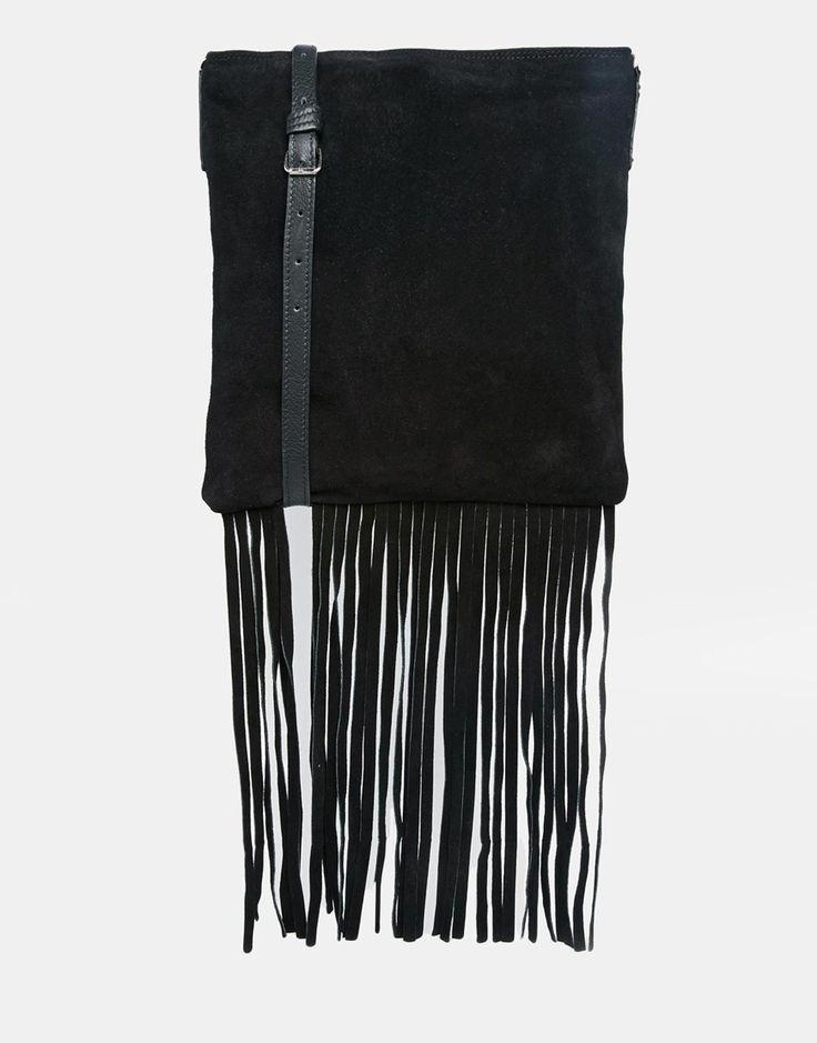 Tasche von ASOS Collection Obermaterial aus echtem Wildleder und mattem Leder Schulterriemen mit Dornschnalle Innentasche mit Reißverschluss Borte mit Quastenverzierung Mit einem feuchten Tuch reinigen 100% echtes Leder H: 27 cm/11 Zoll; B: 25 cm/10 Zoll