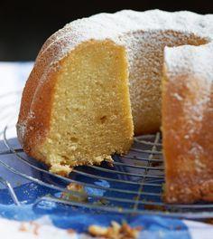 Zitroniger Gugelhupf: Das saftige Geheimnis dieses perfekten Unterwegs-Kuchens heißt Marzipan und Schlagsahne.
