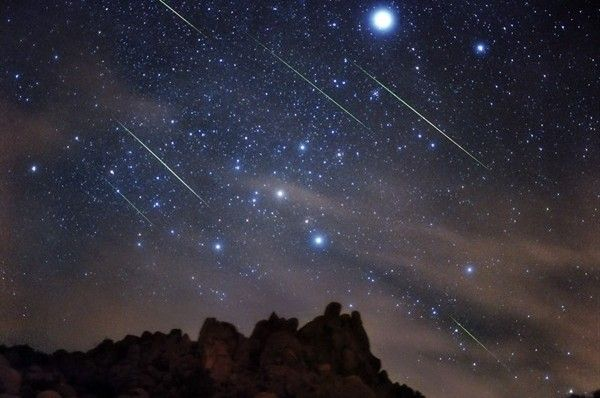 Astronomia - Natale con le stelle cadenti, la cometa a gennaio