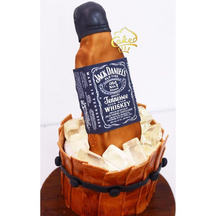 A perfect cake for all those Jack Daniel's lovers out there! #jackdaniels #tennessee #whiskey #jackdanielscake #sugarart #cakedecorating #themecakes #birthdays #birthdaycakes #cakes #cakesindia #getcaked #cakeyourideas #caked #cakedindia