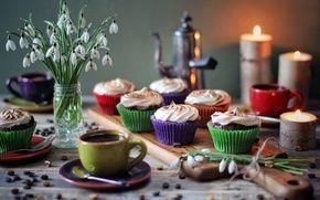 Обои цветы, безе, свечи, десерт, сладкое, кексы, кофе, крем, чашки, подснежники