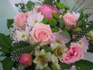 букет 1900 руб составлен розовая роза, розовые пионы, хризантема Мона Лиза , хризантема филинг грин дарк, Лизимахия,гопсофила, альстромерия, салал, упаковка