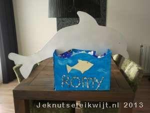 Surprise dolfijn van hout