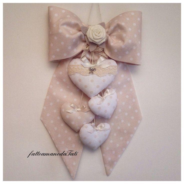 Fiocco nascita in piquet di cotone tortora a pois bianchi con cuori imbottiti, by fattoamanodaTati, su misshobby.com
