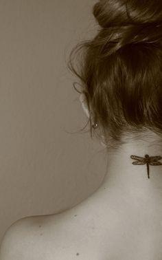 Tatuagem de libélula para mulheres