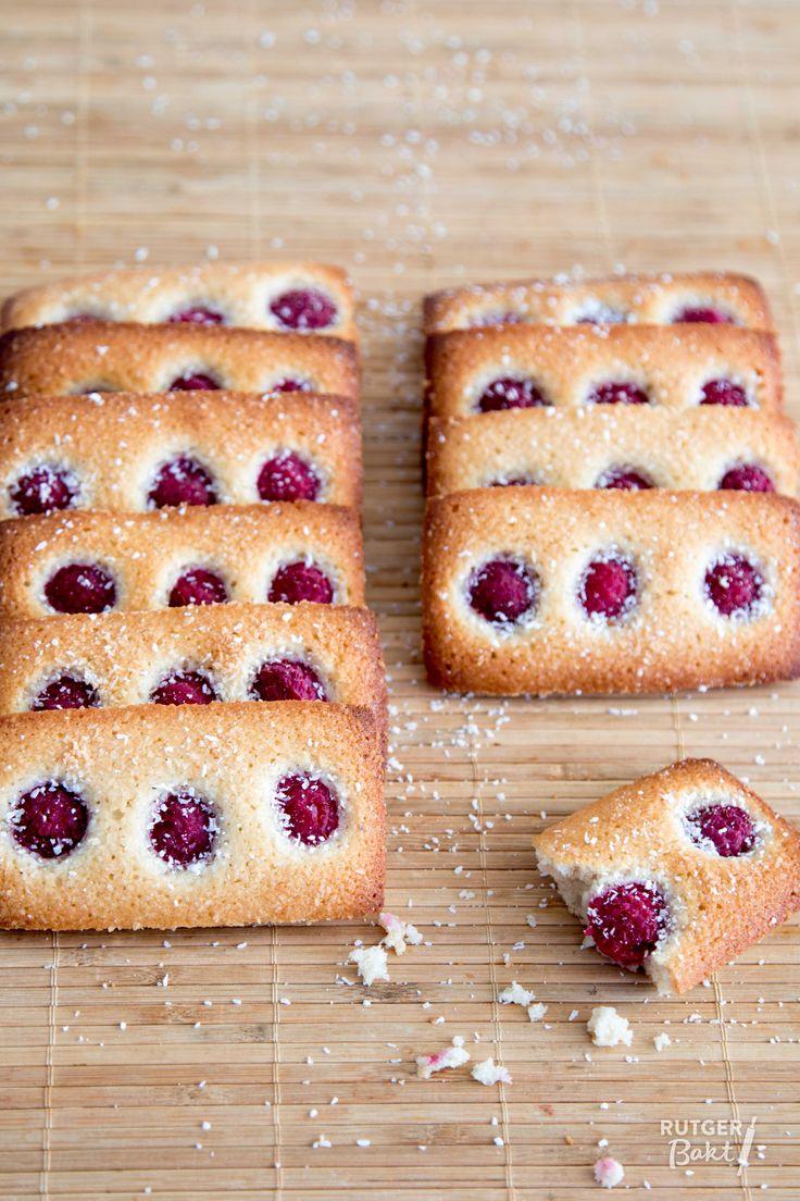 Recept: Frambozen-kokosfriands / Recipe: Raspberry cocos friands