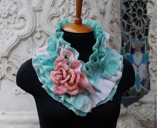 """Шарфы и шарфики ручной работы. Ярмарка Мастеров - ручная работа. Купить Зелено-розовый валяный шарф-стойка """"Мятная нежность"""". Handmade."""