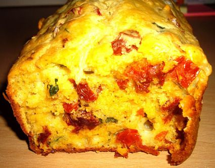 Cake tomates séchées, mozzarella et basilic