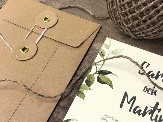 Få inspiration och inspireras av våra bilder på bröllopskort och bröllopsinbjudningar. Här finns även save the date, vigselprogram tackkort till bröllop.