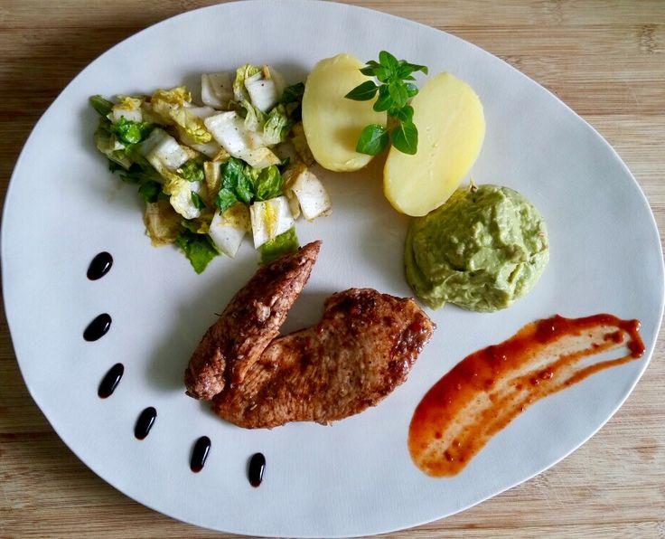 Mole-Smoked Herb Huhn mit scharfem Chicorée und Guacamole  #Blog #essen #food #kulinarisch #Essen #Lifestyle #recipe #Rezept #Rezepte #joesrestandfood #Trend #Trends #trendy #top #Hype #hip #Glamour #foodporn #Gourmet #tagsforlikes #tflers #bestoftheday #photooftheday #mole  An diesem Tag gibt es wieder ein Rezept zum ausprobieren. Heute gibt es Mole-Smoked Herb Huhn mit scharfem Chicorée und Guacamole.