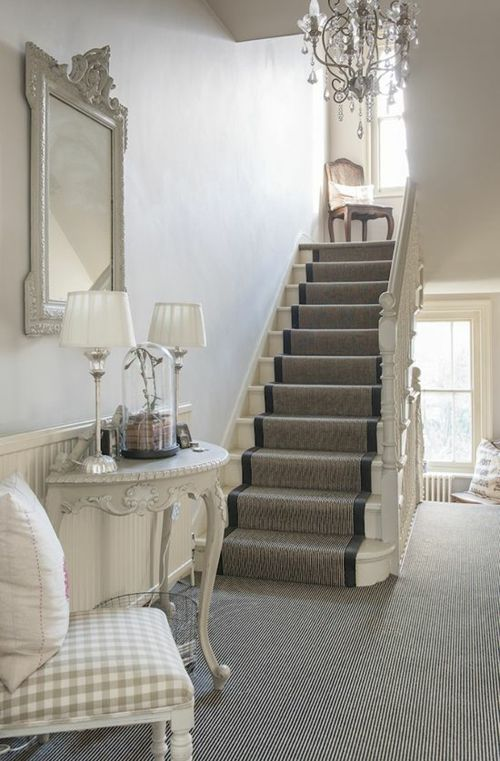 treppendesign Treppenteppich grau dominierende Farbe hoch im Trend
