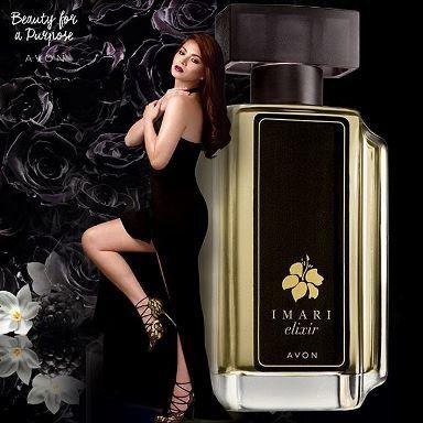 Imari Elixir Lasă pasiunea să te învăluie într-un văl dulce, întunecat aproape hipnotic.Acest parfum este o compoziție hipnotizantă de mure, iasomie opulentă, trandafir și vanilie. Aroma este foarte senzuală, chiar intrigantă. Imari Elixir face parte din categoria oriental-florală. Notele de vârf sunt de mure, măr verde și mandarină, notele de mijloc sunt trandafir, iasomie și ylang-ylang. Notele de bază sunt vanilie, ambră roșie și patchouli.[...]