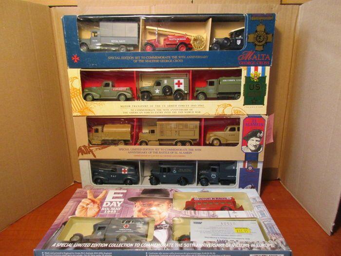 Corgi / Lledo / Days gone - Schaal 1/60-1/72 - 5 sets met elk 3 militaire voertuigen  5 x Lledo days gone militaire set.In elke set zit weer een andere toepassing op 10-15 verschillende modellengeen enkele modeluitvoering komt in de sets een 2e keer voor!!1 - BBL1003 - Battle of Brittain - RAF personnel transport set.DG028011 - 1934 Mack crane truckDG030008 - 1929 Mack canvas back truckDG034004 - 1932 Dennis delivery van2 - EAL1003 - the battle of El AlameinDG042005 - 1934 Mack…