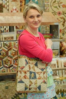 Quilted Bag - Tutorial at http://laundrybasketquilts.com/FreeStuff/FreeStuffImage/Small_Big_Tote.pdf  (a great way to use those orphan quilt blocks!)