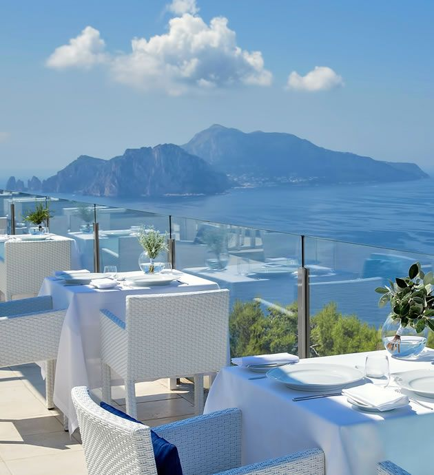 RELAIS BLU OFFICIAL WEBSITE | BOUTIQUE HOTEL & FINE DINING RESTAURANT IN THE AMALFI COAST. Such elegance. The subtle transition and that silky menu strip. <3