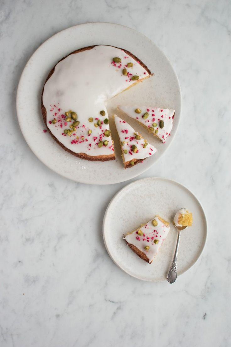 Denne saftige kage masser af citron og marcipan er muligvis min nye favoritkage