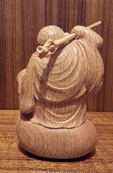 後ろから見た七福神の彫刻