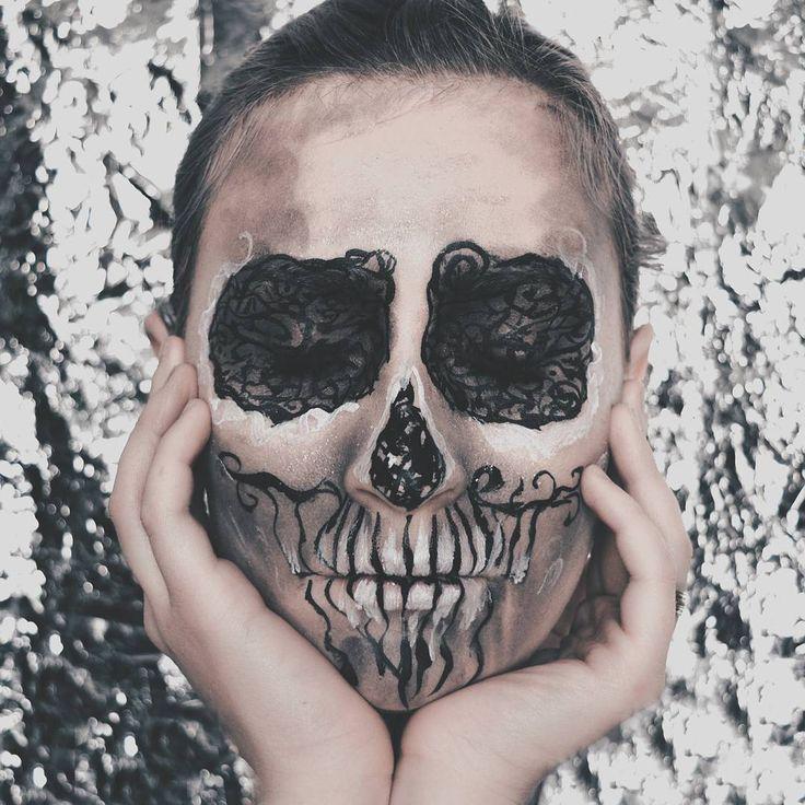 "180 Likes, 2 Comments - ∆ Casandra ∆ (@casandrasy) on Instagram: ""TeamLight #halloweenmakeup #halloween #style #sugarskull #makeup #graphic #graphicmakeup #skull…"""