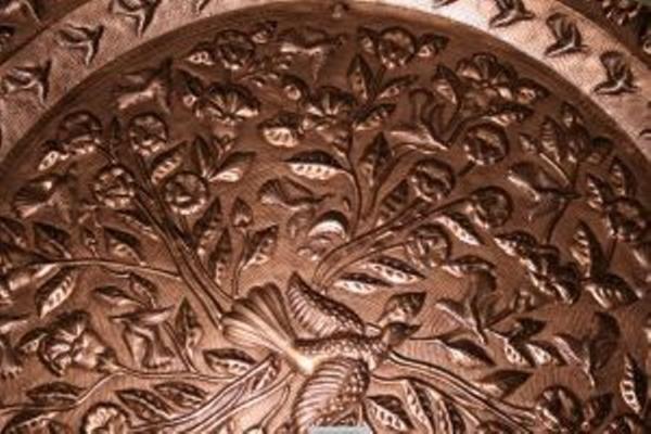 Cómo limpiar los objetos de cobre. El cobre es un metal precioso con el que se elaboran varios objetos. Éstos duran por muchísimo tiempo, pero para que luzcan perfectos se le deben brindar los cuidados necesarios y limpiarlos de la man...