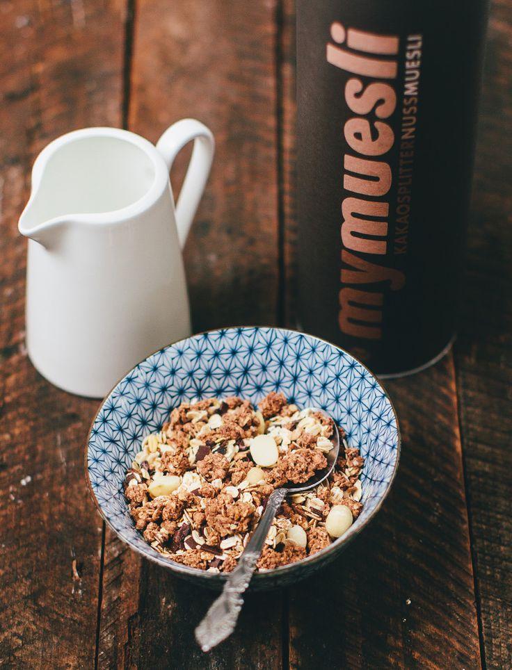 Kakaosplitter-Nuss-Müsli • Feinste Kakaosplitter auf Roh-Kakaobohnen, königliche Macadamia-Nüsse und geröstete Haselnüsse sorgen für deinen ganz persönlichen Verwöhn-Moment am Frühstückstisch. #Macadamia #Kakaosplitter #Gourmet #Verwöhnmoment