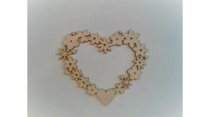 Szív alakú virágkoszorú ablakdísz - KreatívHobbyDekor webáruház