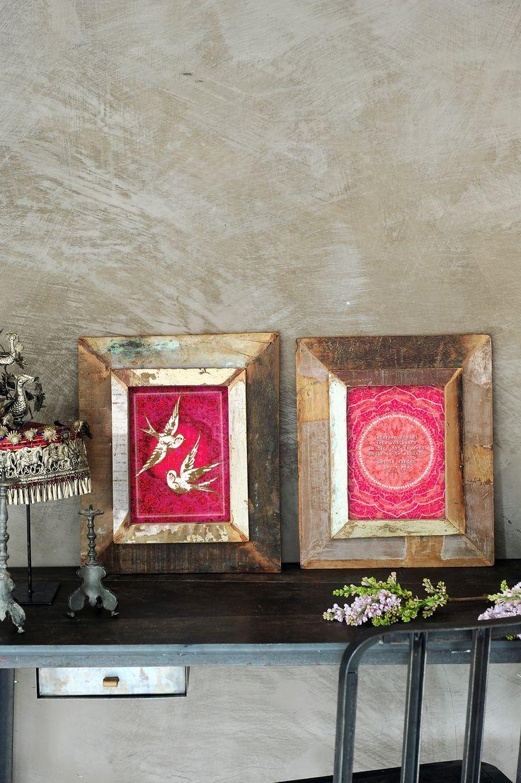 Deze prachtige houten lijsten zijn gemaakt van sloophout uit India. Een mooi voorbeeld van de kunst van het recyclen.