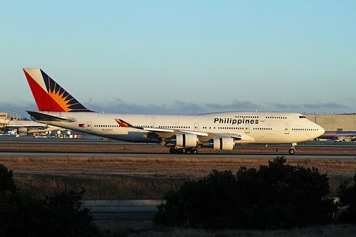 Philippine Airlines Boeing 747-4F6 RP-C7473 rolling out with reversers deployed upon arrival at Los Angeles-International, June 2013. (Photo via Flickr: Ron Monroe)
