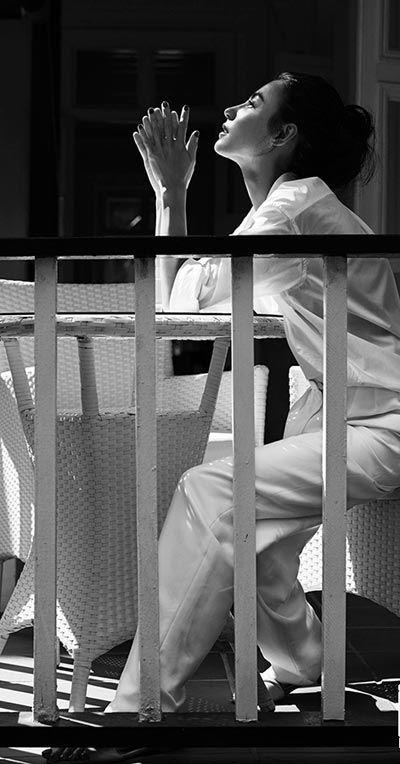 "Cecilia Cheung May 24, 1980 in:Hong Kong (China) Sun: 3°06' Gemini   Moon:28°26' Virgo   Dominants: Virgo, Gemini, Cancer Mercury, Uranus, Moon Earth, Air / Mutable Chinese Astrology: Metal Monkey Numerology: Birthpath 11 Height: Cecilia Cheung is 5' 5"" (1m65) tall"