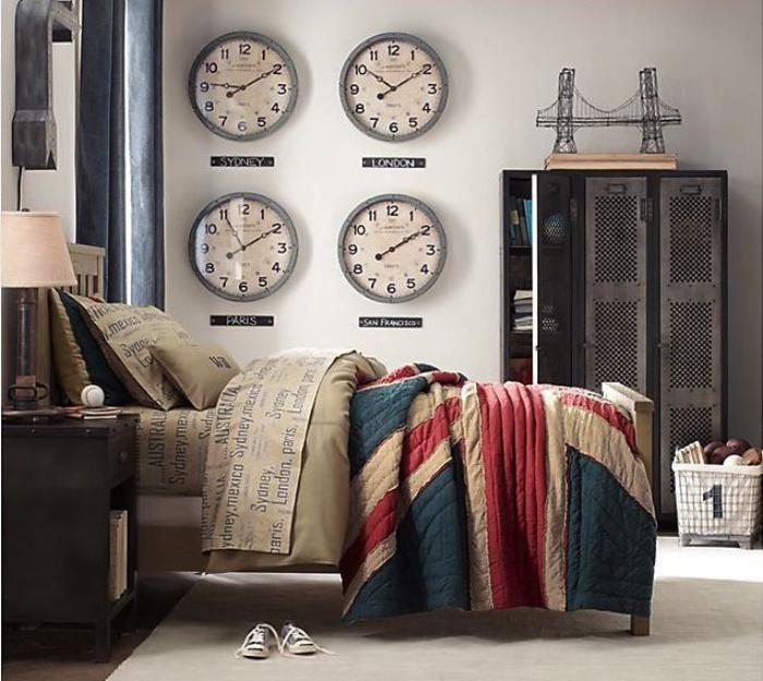 horloges murales, quatre horloges numériques