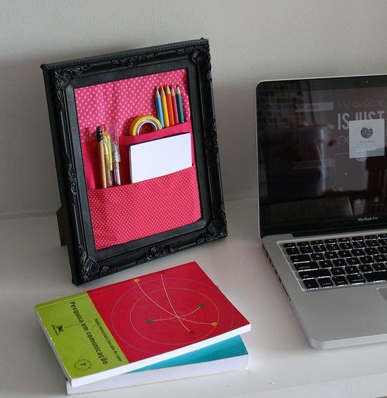 Organizador de mesa com moldura de quadro e tecido.