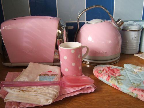 Pink, kitsch kitchen bits. Love the oven glove!