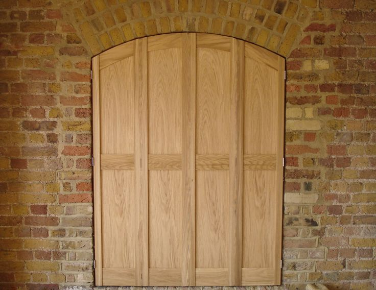 Solid Oak Shaker style bifolding panels. Natural woods are piles so the wood can breathe with a lustrous finish.