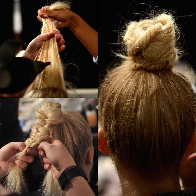 Lo chignon da ballerina............   Uno chignon strutturato, creato una treccia. Per crearlo basta fare una treccia alta e poi attorcigliarla su se stessa fermandola con un elastico del colore dei capelli. Fermare l'acconciatura con delle mollette alla base dello chignon e poi una spruzzata di lacca per fissare tutto.