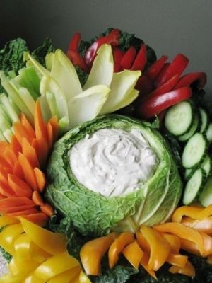Easy hors d'oeuvres: veggies and dip in baguette cups.