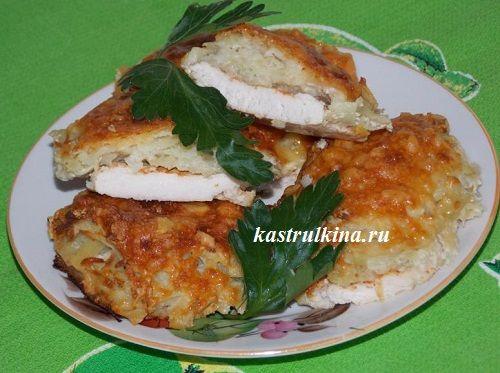 Запеченное в духовке куриное филе под шубой из картофеля и сыра. Пошаговые фото приготовления.