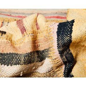 Esma | sukhi.nl | #Sukhi #patchwork #vloerkleden komen rechtstreeks uit #Turkije. Dé regio voor topkwaliteit kleden. De patchwork kleden zijn #handgemaakt van allerlei verschillende stukken #vintage kleden. Ze brengen een unieke, kleurrijke sfeer in je ruimte. Vanaf €170