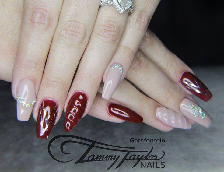 #tammytaylor #unicornnails #nude #burgundy #nailart #art #glam #classy #winter #glitter