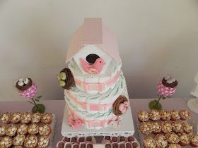 Hoje fiz a decoração do Chá de Bebê da Louise, que vai nascer ainda esse mês. O tema foi de passarinho, nas cores rosa, bege e branco.     ...