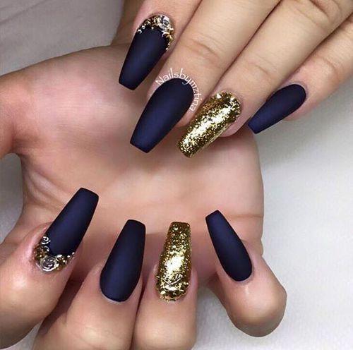 Imagem de nails, gold, and black