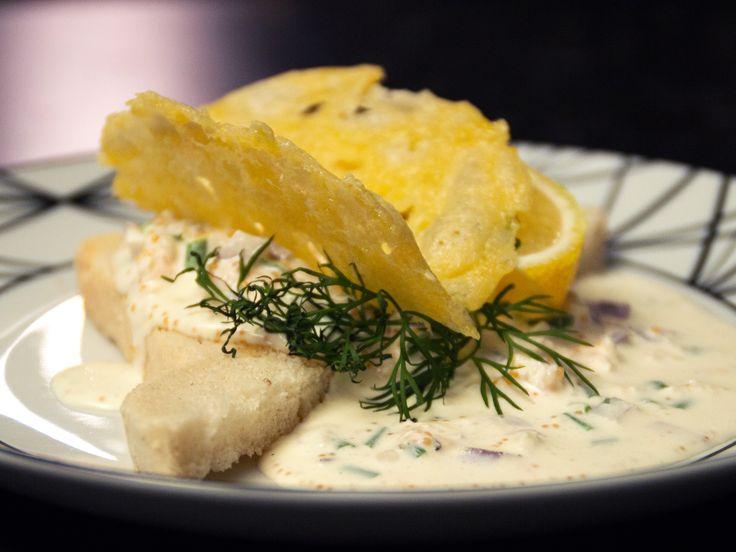 Toast skagen med västerbottensostchips | Recept från Köket.se