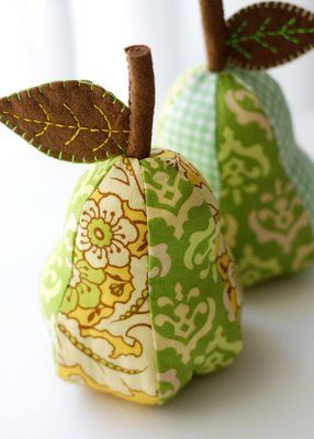 Love these.  Tutorial can be found  http://uklassinus.blogspot.com/2007/11/apple-pin-cushion-tutorial.html