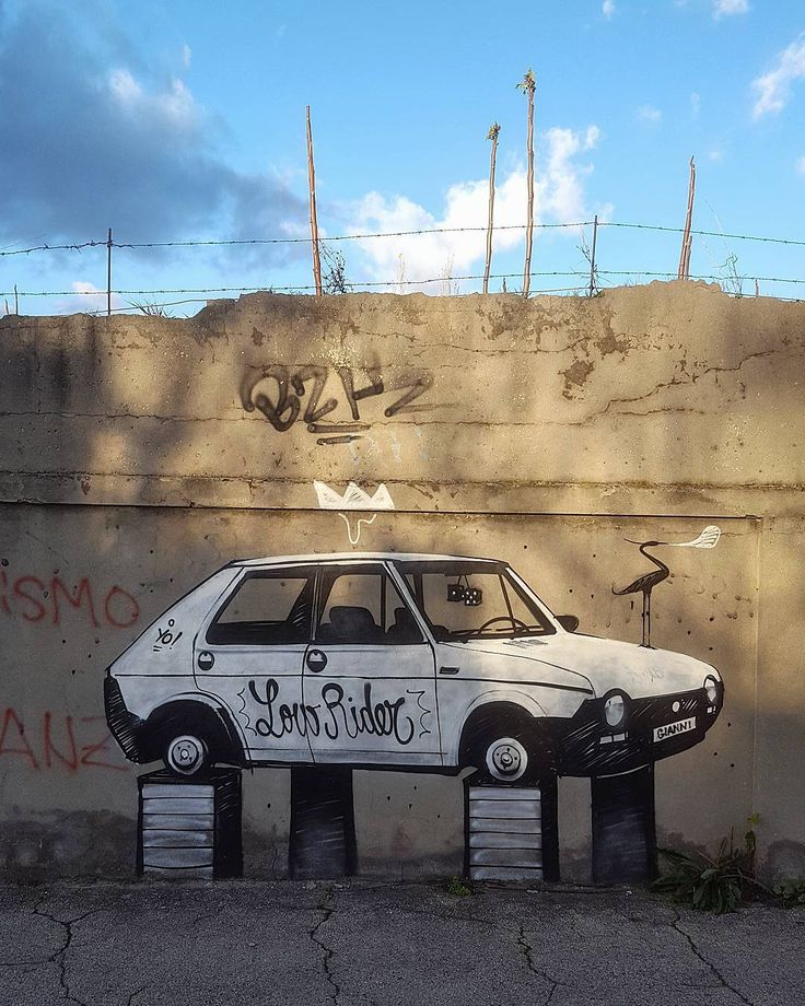 Low rider. . . . #art #art9 #streetart #low #rider #lowrider #photooftheday #picoftheday #fun #igersitalia #ig_rimini #rimini #goodmorning #morning #ff #goodvibrance #loverimini #working #strada #auto #machine #instagood #winter #sun #cloud #minimal #minimalove #rider