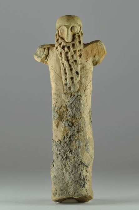 Mesopotamian worshipper, pottery, 2nd millenium B.C. 11.5 cm high. Private collection