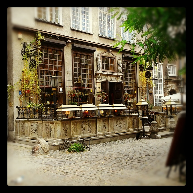 small gallery in Gdańsk on Mariacka street