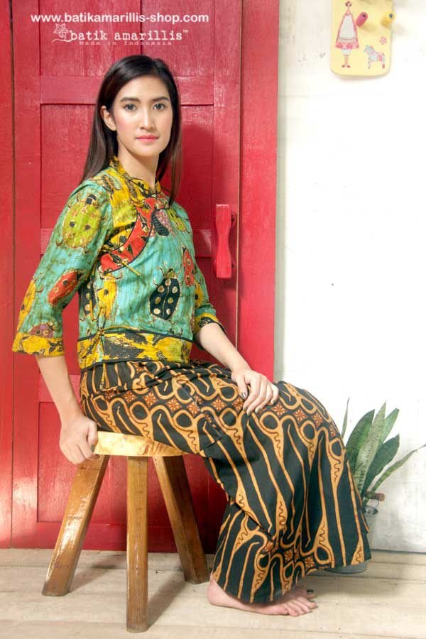Batik Amarillis's webstore : www.batikamarillis-shop.com Batik Amarillis's Joyluck jacket in hand drawn batik Wonogiren's Lady bug series, we work together with batik artisan and local talent to create and design new batik pattern and motifs which bring new breeze and freshness :)