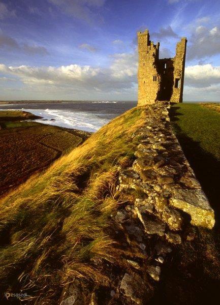 Замок Данстанборо – #Великобритания #Англия (#GB_ENG) Руины замка Данстанборо круглый год открыты для посещения.  ↳ http://ru.esosedi.org/GB/ENG/1000443276/zamok_danstanboro/